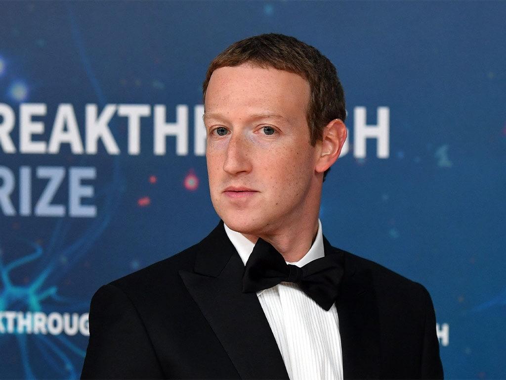 Le PDG de Facebook, Mark Zuckerberg, examine la politique d'Apples App Store, dit qu'il facture des loyers de monopole