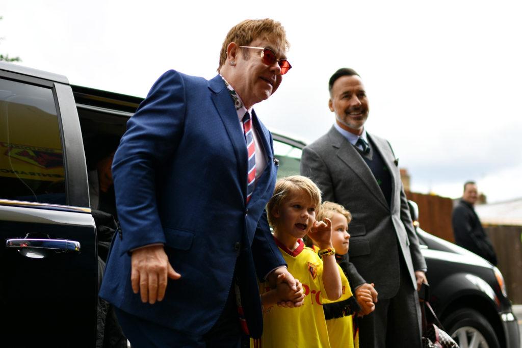 Elton John et David Furnish avec leurs deux fils.