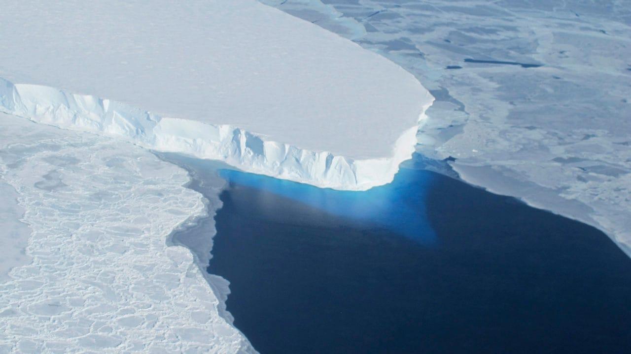 Le niveau mondial de la mer augmentera considérablement d'ici 2100 en raison de la fonte des calottes glaciaires du Groenland et de l'Antarctique