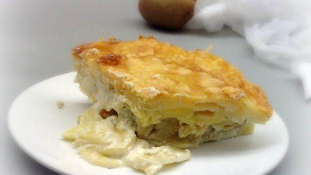 Gratin de pommes de terre et oignons, crème et gruyère