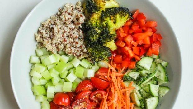 Tarte à la dinde salée avec légumes et noix