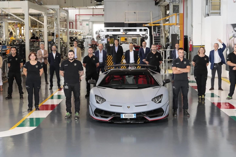 Lamborghini Aventador 10 mil