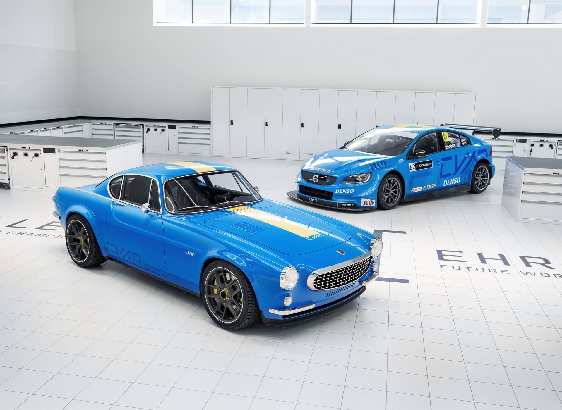 Volvo P1800 Cyan et S60 TC1