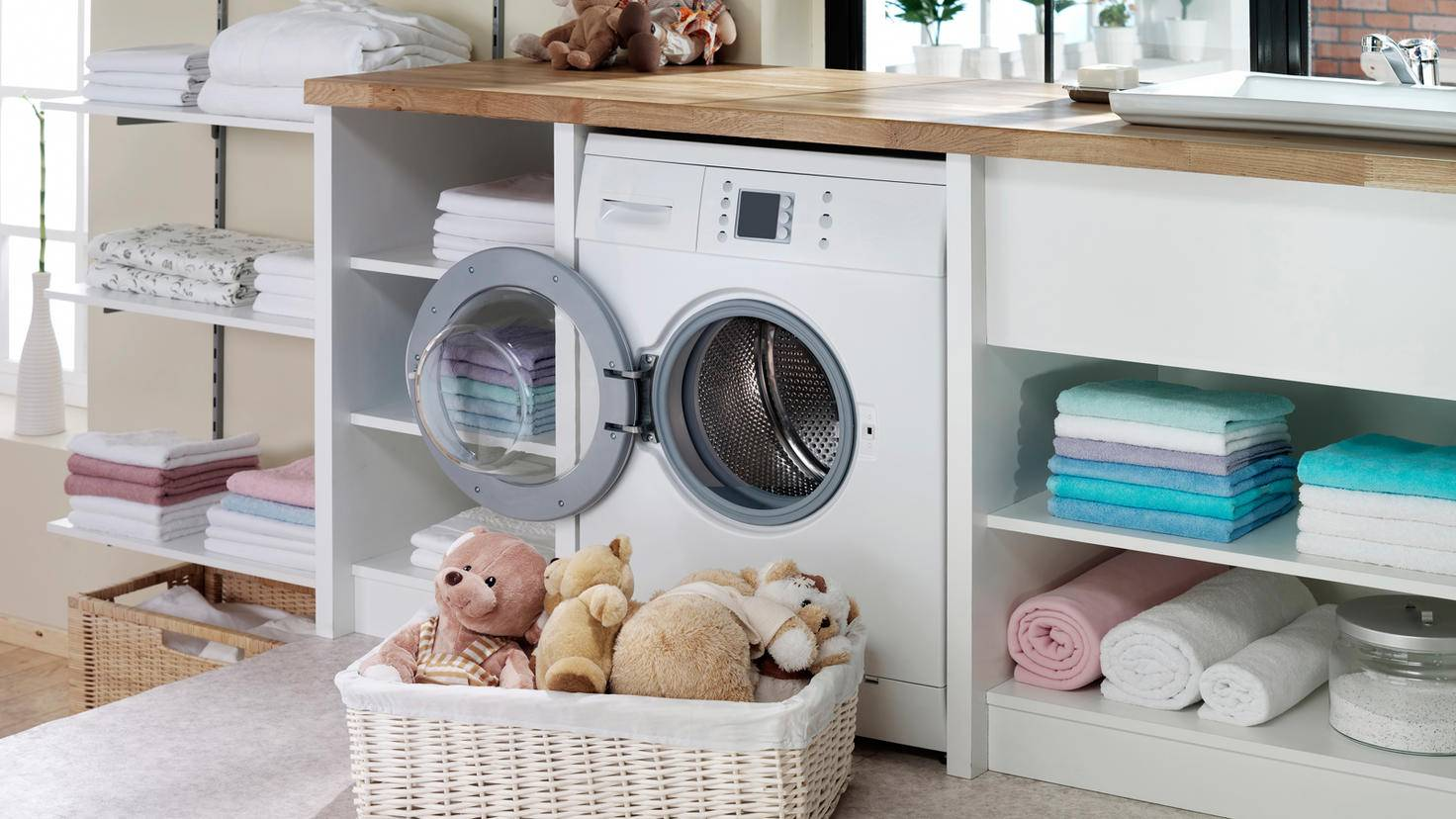 Lave-linge-porte-ouverte-nettoyage-gerenme-GettyImages-471727557