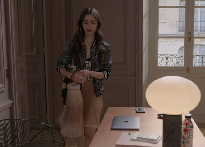 Où acheter: sac à franges Emily in Paris