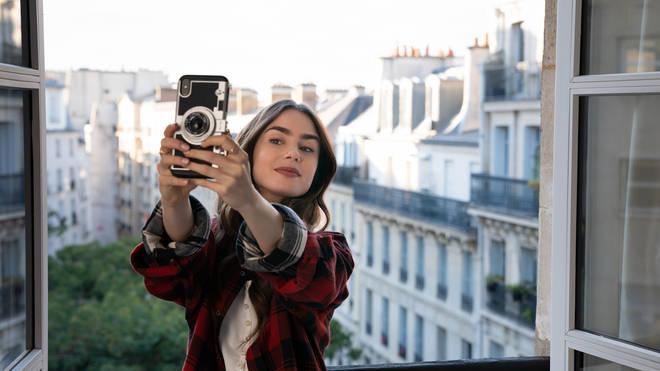 Où acheter: Étui pour appareil photo Emily à Paris