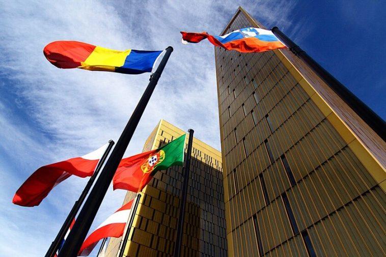 L'Union européenne déclare illégale la collecte générale et aveugle d'informations via les téléphones mobiles et Internet