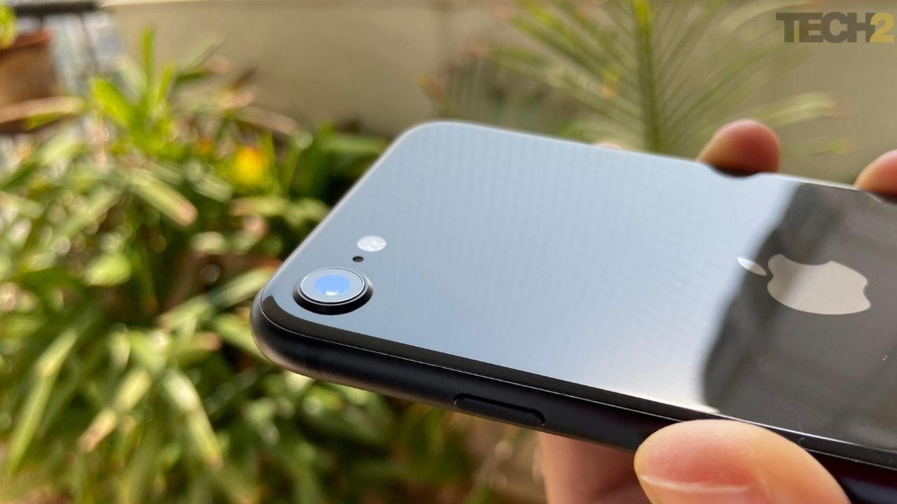 Apple iPhone SE utilise une configuration de caméra unique. Image: tech2 / Nandini Yadav