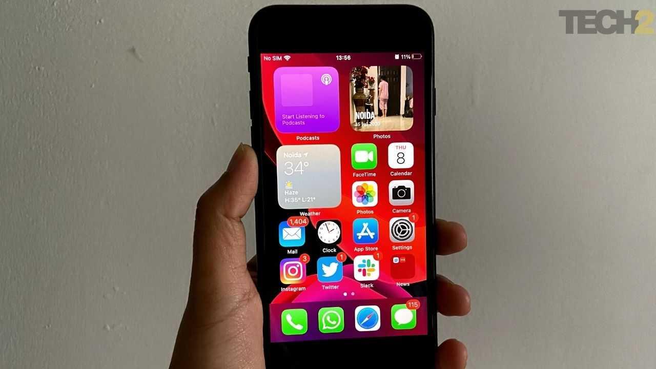 Le petit écran de l'iPhone SE rend l'affichage encombré lorsque vous utilisez trop de widgets sur l'écran d'accueil. Image: tech2 / Nandini Yadav
