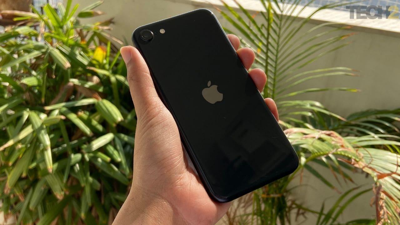 Apple iPhone SE est un excellent téléphone pour tous ceux qui recherchent un appareil compact. Image: tech2 / Nandini Yadav