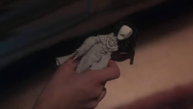 Lady in the Lake: la poupée de Flora sert de panneau d'avertissement pour Bly Manor