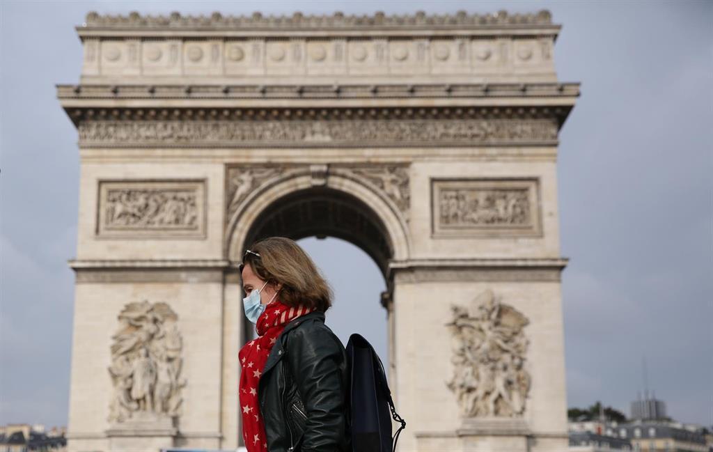 La France Interdit Les Mariages Et Prône Le Télétravail Pour