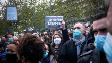 Le Gouvernement Français Confirme Que Le Professeur Décapité Vendredi A