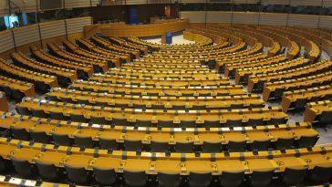 Le Parlement Européen Garde Une Minute De Silence Pour Le