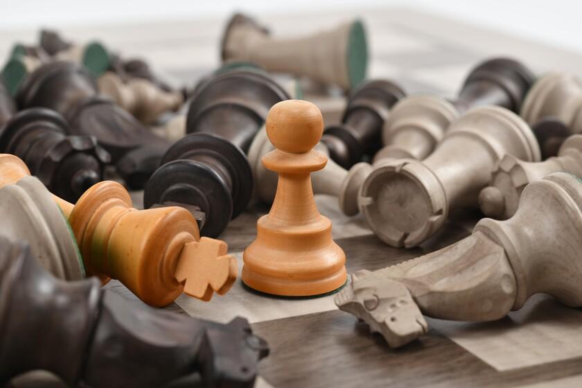 La performance cognitive atteint son maximum à 35 ans (au moins aux échecs) et commence à décliner au milieu de la quarantaine
