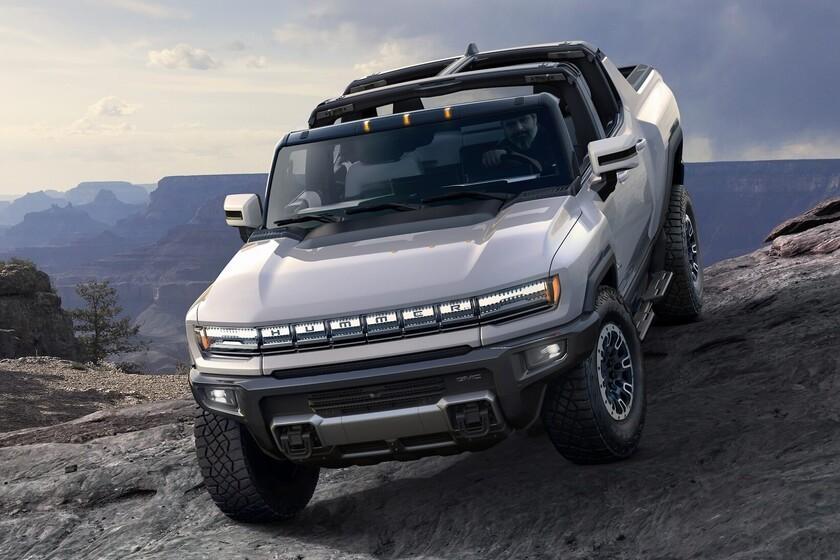 """Le Hummer EV est le pick-up électrique le plus spectaculaire de tous: 1000 chevaux, 560 km d'autonomie et même """"conduite en diagonale"""""""