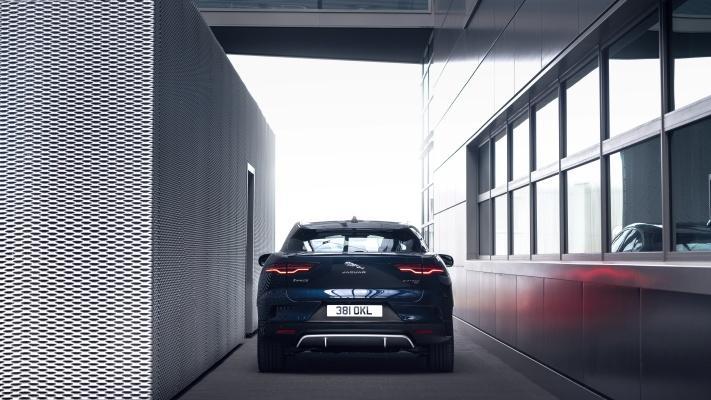 C'est La Jaguar I Pace Rénovée Pour 2021. Et Elle A