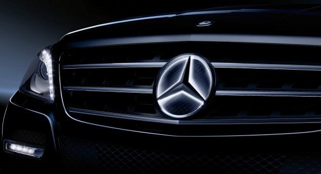 Mercedes Benz Gle Et Gls. L'étoile Illuminée Force L'appel Aux Ateliers