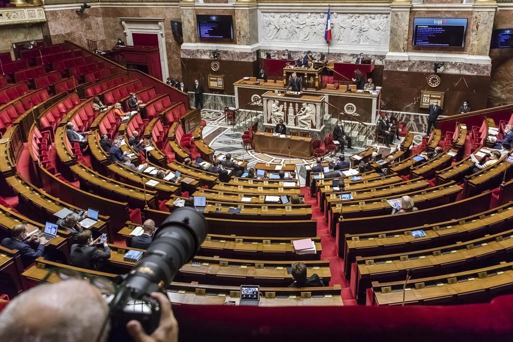 L'assemblée Nationale Française Prolonge Le Congé De Paternité à 28