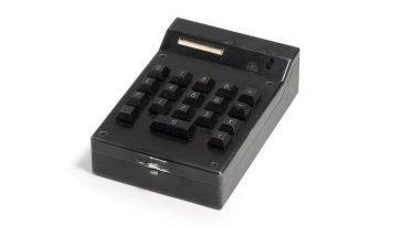 La Première Calculatrice Portable De L'histoire Est Mise Aux Enchères: