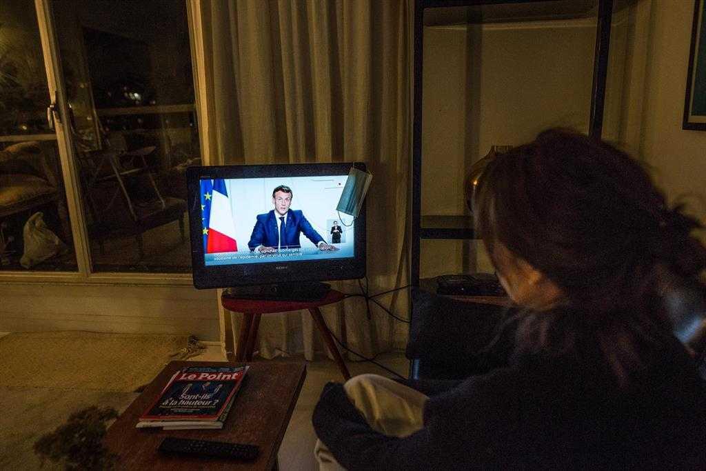 L'assemblée Nationale Française Approuve Le Deuxième Confinement à Une Large