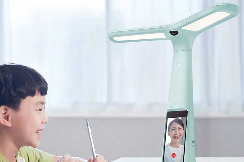 ByteDance (TikTok) se lance sur le matériel: leur premier gadget est une lampe avec caméra et écran pour aider à faire ses devoirs