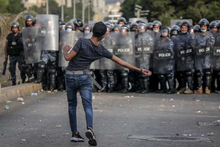 Les Manifestants Et La Police S'affrontent Au Liban Lors D'une