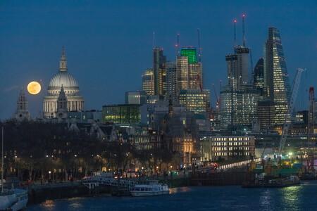La supermoon sur St Pauls London Uk