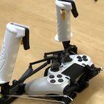 Avec une imprimante 3D, la manette de la PS4 ou de la Xbox devient un double joystick pour simulateurs de vol pour 2 euros