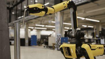 Boston Dynamics Spot dispose désormais d'un bras robotique et d'une base de chargement l'année prochaine
