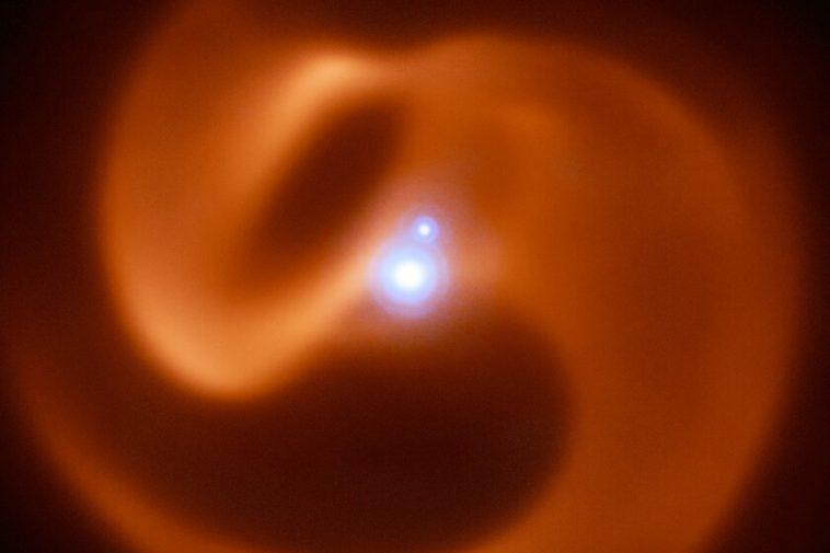 Ces deux étoiles Wolf-Rayet sont vouées à entrer en collision pour produire l'une des supernovae les plus violentes du Cosmos
