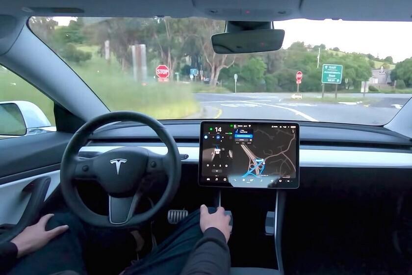 Ces vidéos montrent comment Teslas se comporte avec la `` conduite autonome complète '': des grandes décisions aux terribles frayeurs