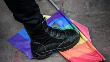 Des Chauffeurs Livreurs Lancent Une Violente Attaque Homophobe Contre Un Groupe