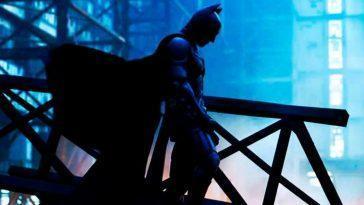 Le Batman Regarde Les Rues De Gotham Depuis La Tour