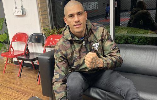 Le Champion De Gloire Alex Pereira Poursuit Sa Carrière Dans