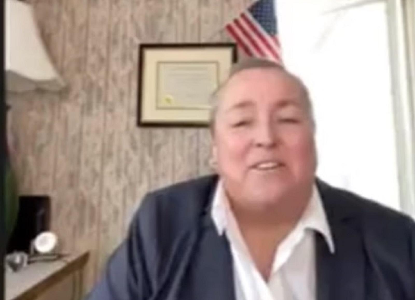 Mary Fay, l'une des rares candidates républicaines ouvertement homosexuelles au Congrès, s'exprimait lorsque le débat a été détourné