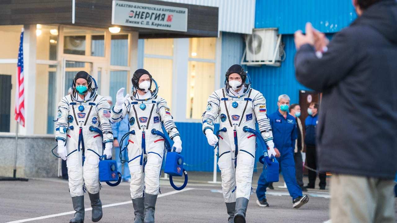 Le Vaisseau Spatial Soyouz Ms 17 Atteint L'iss Alors Que L'astronaute