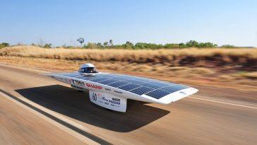Les comptes (impossibles) pour obtenir une voiture solaire autonome qui se recharge uniquement avec la lumière du soleil
