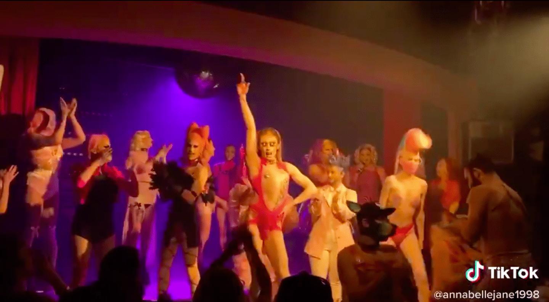 Les Drag Queens Exécutent Chromatica Du Début à La Fin
