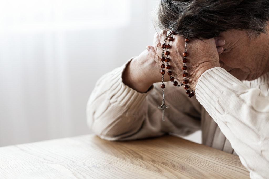Des chefs religieux queer se sont joints à Elton John pour critiquer la culture de la peur qui embrouille les églises britanniques.  (Photographie de stock via Elements Envato)