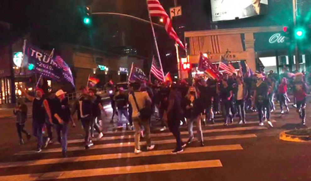 Les Gays Pour Trump Se Rassemblent à West Hollywood Ne