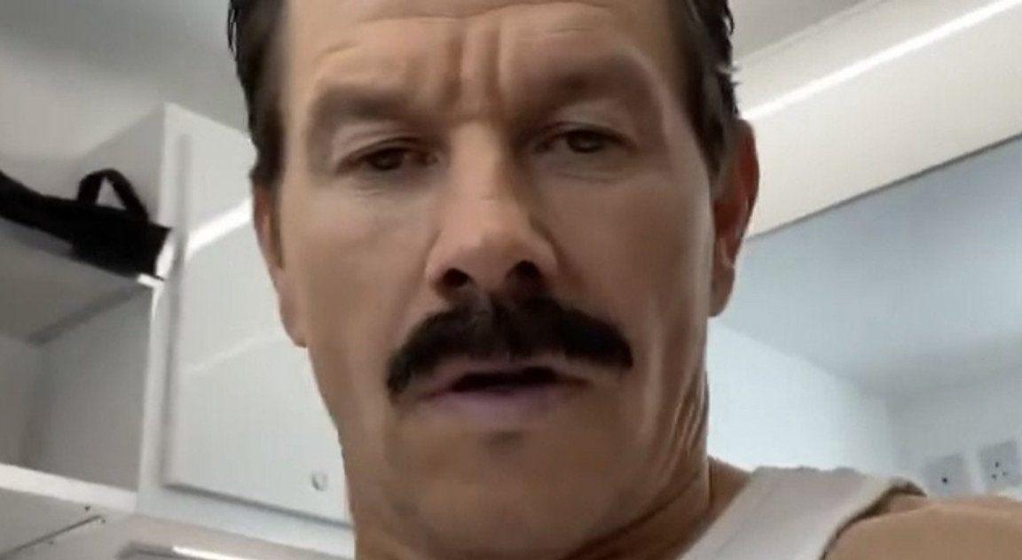 Mark Wahlberg Est Un Sully Moustachu Dans Le Premier Regard