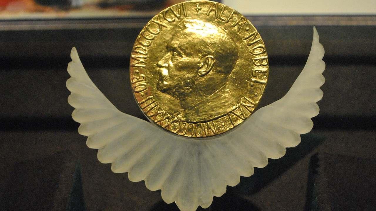 Les prix Nobel de littérature pour la paix seront annoncés ce mois-ci, pas de favori cette année