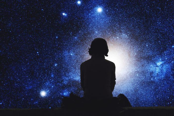 Nous Sommes Une Seule Pièce Dans L'univers Et Nous Devons