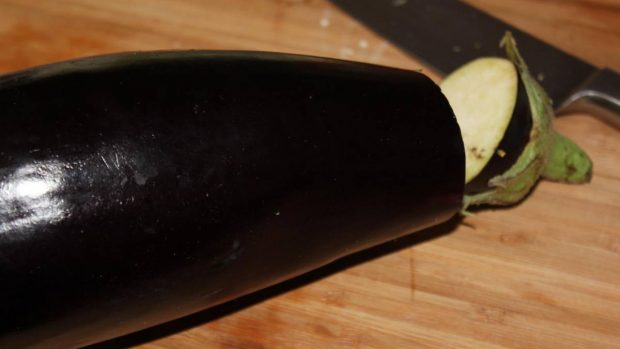Ail rôti et sauce aubergine