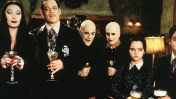 """Tim Burton Travaille Sur Un """"famille Addams"""" Remake En Série"""