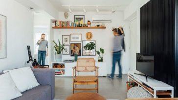 Un Appartement Compact Et Essentiel Avec Le Visage Du Propriétaire