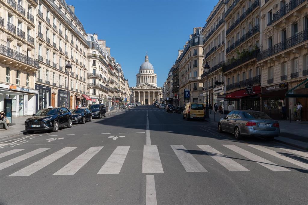 La France Enregistre 58000 Autres Cas Quotidiens Et 367 Décès
