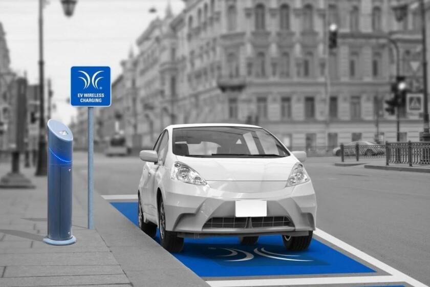La recharge sans fil des voitures électriques fait un bond important: la nouvelle norme atteint 11 kW et jusqu'à 25 centimètres de distance