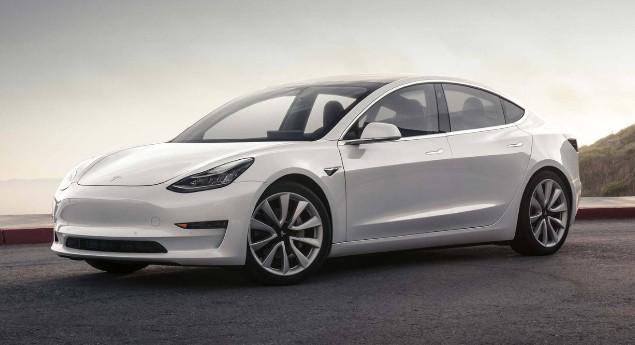 «attrapé» à Hong Kong. Tesla Se Prépare à Mettre à